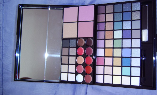 AVON MASTER COLLECTION PALETTE 2
